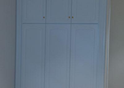 Armario empotrado puertas lacadas con altillos hasta techo esquinero