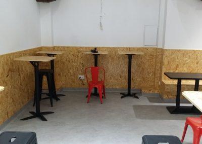Interior recubrimiento lateral y mesas
