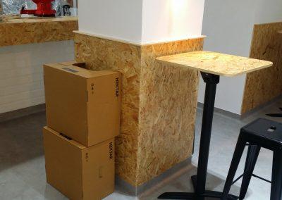 Interior recubrimiento columna y mesas