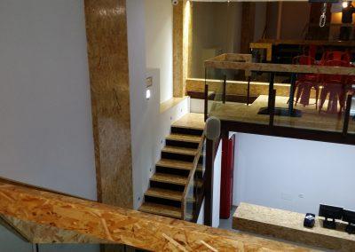 Interior completo con escaleras y balaustre